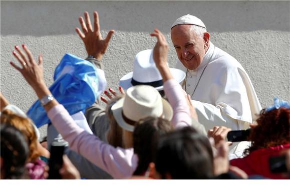 Papa: Estudo revela que maioria dá excelente a Francisco